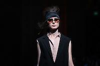 PORTO, PORTUGAL, 25.10.2014 - FASHION WEEK PORTUGAL - Modelo desfila para Spring / Summer 2015 criação do designer Português Nuno Baltazar durante a edição 35rd de Portugal Fashion Week, na Alfândega do Porto, Portugal, em 25 de outubro de 2014 (Foto: Pedro Lopes/ Brazil Photo Press).
