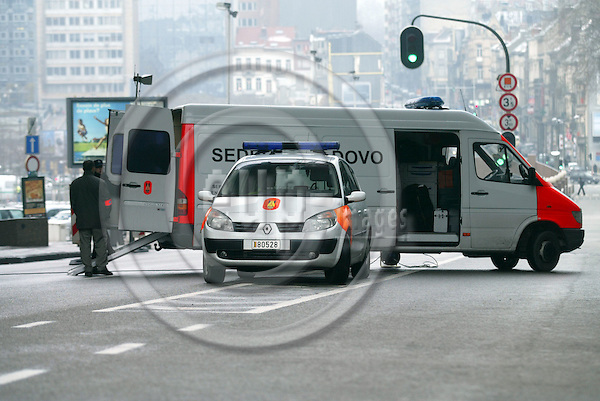 BRUSSELS - BELGIUM - 03 MARCH 2005 --BOMB ALERT Committee of the Regions-- Police is securing the area around the  Committee of the Regions after a suspicious suitcase was found in the building. The Belgium Bombsquad was called to investigate.--  PHOTO: ERIK LUNTANG / EUP-IMAGES