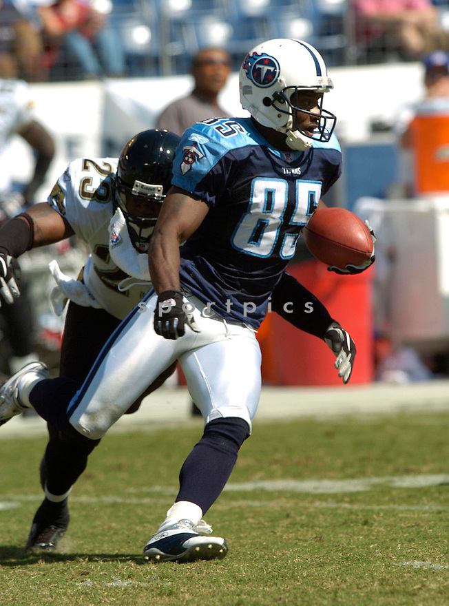 Derrick Mason during the Jaguars at Titans game on September 26, 2004...David Durochik / SportPics