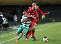 BOGOTÁ - COLOMBIA, 16-07-2019:Jesus Gonzalez (Izq.) jugador de La Equidad de Colombia disputa el balón con Omar Siles (Der.) jugador del Royal Pari de Bolivia durante partido por los octavos de fnal de La  Copa Sudamericana 2019 jugado en el estadio Nemesio Camacho El Campín de la ciudad de Bogotá. /Jesus Gonzalez (Left) Player of La Equidad of  Colombia disputes the ball with Omar Siles (Right) player of the Royal Pari of Bolivia during match for the round before the quarterfinals  of the Copa Sudamericana 2019 played in the Nemesio Camacho El Campín Stadium the city of Bogotá. Photo: VizzorImage / Felipe Caicedo / Staff.