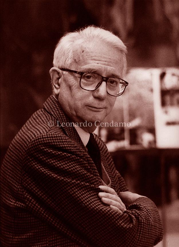 Enzo Biagi, è stato un giornalista, scrittore, conduttore televisivo italiano. Libri, cultura italiana. È stato uno dei volti più popolari del giornalismo italiano del XX secolo Milano 23 aprile 1991. Photo by Leonardo  Cendamo/Gettyimages
