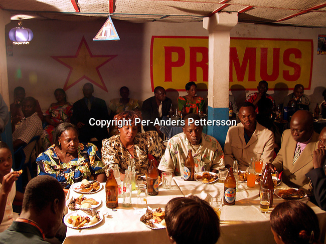 dicocon00102 .Country Congo. A wedding party at a local restaurant in central Kinshasa for Debrinch Alexis Nzongu, age 37, (the husband) and his wife Christine Manganoy, age 28, March 1, 2002 in Kinshasa, Congo. Due to the big cost, marriages are not very common in Congo, as the people canÕt afford it. Reception, food, eating, guests..©Per-Anders Pettersson/iAfrika Photos
