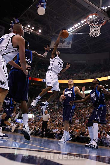 Keith McLeod. Utah Jazz vs. Dallas Mavericks, NBA basketball. 11/02/2005<br />