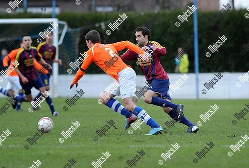 2013-12-15 / Voetbal / seizoen 2013-2014 / Nijlen - Rapid Leest / Wannes Haemels (l. Nijlen) met Bram Delporte<br /><br />Foto: Mpics.be