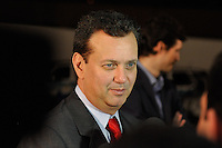 OSASCO, SP, 03 SETEMBRO DE 2012 – DEBATE REDETV – ATENÇÃO EDITOR: FOTO EMBARGADA PARA VEÍCULOS INTERNACIONAIS: O prefeito de São Paulo Gilberto Kassab chega para acompanhar debate que será realizado na noite desta segunda feira (03) pela RedeTV, na sede da emissora em Osasco. (FOTO: LEVI BIANCO / BRAZIL PHOTO PRESS).