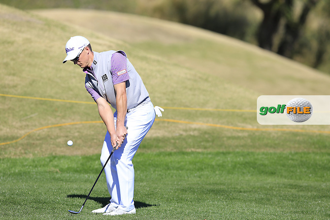 Blayne Barber (USA) chips onto the 18th green during Saturday's Round 3 of the 2017 CareerBuilder Challenge held at PGA West, La Quinta, Palm Springs, California, USA.<br /> 21st January 2017.<br /> Picture: Eoin Clarke | Golffile<br /> <br /> <br /> All photos usage must carry mandatory copyright credit (&copy; Golffile | Eoin Clarke)