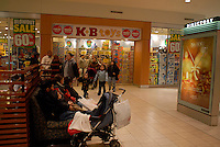 Customers shop at a KB Toys in the Queens Place mall in New York on Saturday, December 13, 2008. The company announced that it is filing for bankruptcy and plans to shut all it's stores and begin liquidation in the middle of the holiday season. The retailer started in 1922 as a family owned business and has 10,850 employees, mostly seasonal, and 277 stores. (© Richard B. Levine)