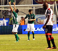 ESTADIO MONUMENTAL DE PALMASECA  -COLOMBIA- 16-08-2013. Carlos David Lizarazo jugador del Deportivo Cali celebra su gol que le da la victoria sobre el Cucuta  , partido correspondiente a la cuarta fecha de La  Liga Postobon segundo semestre disputado en el estadio  Monumental de Palmaseca / Carlos David Lizarazo player Deportivo Cali celebrates his goal gives victory over Cucuta, game in the fourth round of the second half Postobonn League match at the Monumental stadium Palmaseca<br /> <br />  . Photo: VizzorImage /Juan Carlos Quintero  / Stringer