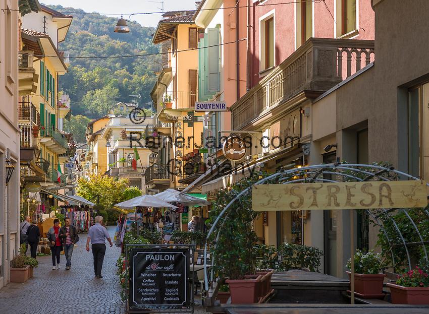 Italy, Piedmont, Stresa: dining out or shopping at town centre, here Via Principe Tomaso | Italien, Piemont, Stresa: Einkaufsbummel oder Essen gehen im Zentrum, z.B. in der Via Principe Tomaso