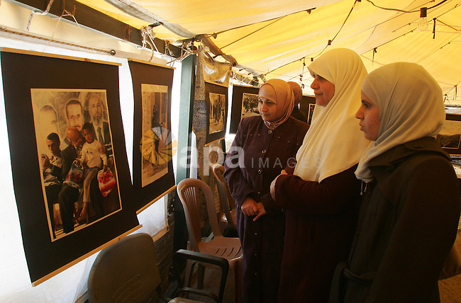 Palestinians participate in photos exhibition in Jerusalem's neighborhood of Silwan on March 3,2011. Photo by Mahfouz Abu Turk