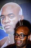 RIO DE JANEIRO, RJ, 29 DE SETEMBRO DE 2013 - UFC / ANDERSON SILVA E CHRIS WEIDMAN- Anderson Silva na coletiva de imprensapara a revanche no UFC 168: WEIDMAN vs. SILVA 2, que ocorre no sábado, dia 28 de dezembro, na MGM Grand Garden Arena, em Las Vegas. campeão peso médio do UFC Chris Weidman e o ex-campeão da categoria Anderson Silva visitaram sete cidades em sete dias, em um hotel em Copacabana, na zona sul do Rio de Janeiro. (Foto: Marcelo Fonseca / Brazil Photo Press).