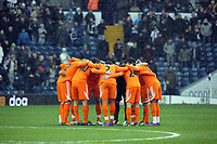 Pictured: Swansea players huddle before kick off. Saturday, 04 February 2012<br />