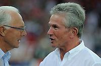 FUSSBALL   CHAMPIONS LEAGUE   SAISON 2011/2012  Qualifikation  23.08.2011 FC Zuerich - FC Bayern Muenchen Trainer Jupp Heynckes  (re, FC Bayern Muenchen) im Gespraech mit FC Bayern Ehrenpraesident Franz Beckenbauer (li)