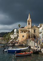 ITA, Italien, Sizilien, Liparischen Inseln, Hauptinsel Lipari, Lipari-Stadt: Gewitterstimmung ueberm Hafen Marina Corta mit kleiner Kirche San Giuseppe | ITA, Italy, Sicily, Aeolian Islands or Lipari Islands, main island Lipari, Lipari-Town: thunderstorm raising at Porto Marina Corta with small church San Giuseppe