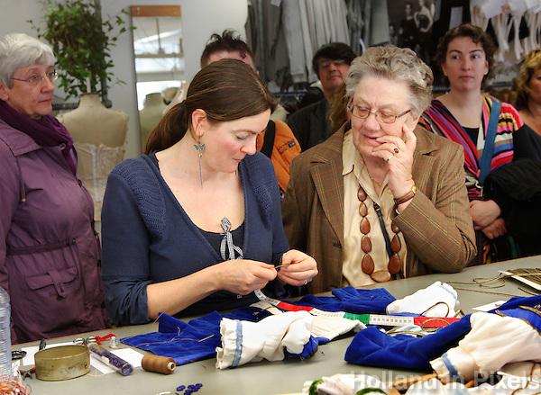 Open Dag in de Stopera in Amsterdam. Rondleiding in de kostuum ateliers