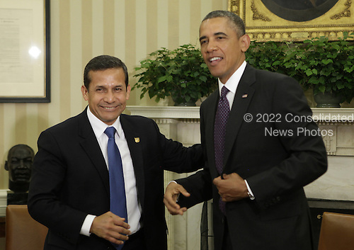 United States President Barack Obama, right, meets with President Ollanta Humala of Peru in the Oval Office of the White House in Washington, DC on June 11, 2013.<br /> Credit: Yuri Gripas / Pool via CNP