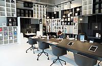 Nederland - Amsterdam - 24 maart 2018. Ilge My Bookstore My Flexspace, ontworpen door M + R Interior Architecture. Flexibele werkplekken en boekwinkel in het Amstelkwartier.   Foto Berlinda van Dam / Hollandse Hoogte.