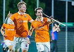 AMSTELVEEN -  Tim Swaen (Bldaal) heeft de stand op 0-2 gebracht en viert het met Floris Wortelboer (Bldaal)  tijdens de play-offs hoofdklasse  heren , Amsterdam-Bloemendaal (0-2).    COPYRIGHT KOEN SUYK
