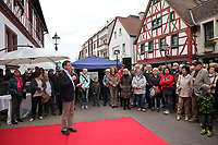 Gross-Gerau 28.04.2017: Frühlingserwachen in der Innenstadt Groß-Gerau<br /> Bürgermeister Stefan Sauer bei der Begrüßung<br /> Foto: Vollformat/Marc Schüler, Schäfergasse 5, 65428 R'heim, Fon 0151/11654988, Bankverbindung KSKGG BLZ. 50852553 , KTO. 16003352. Alle Honorare zzgl. 7% MwSt.