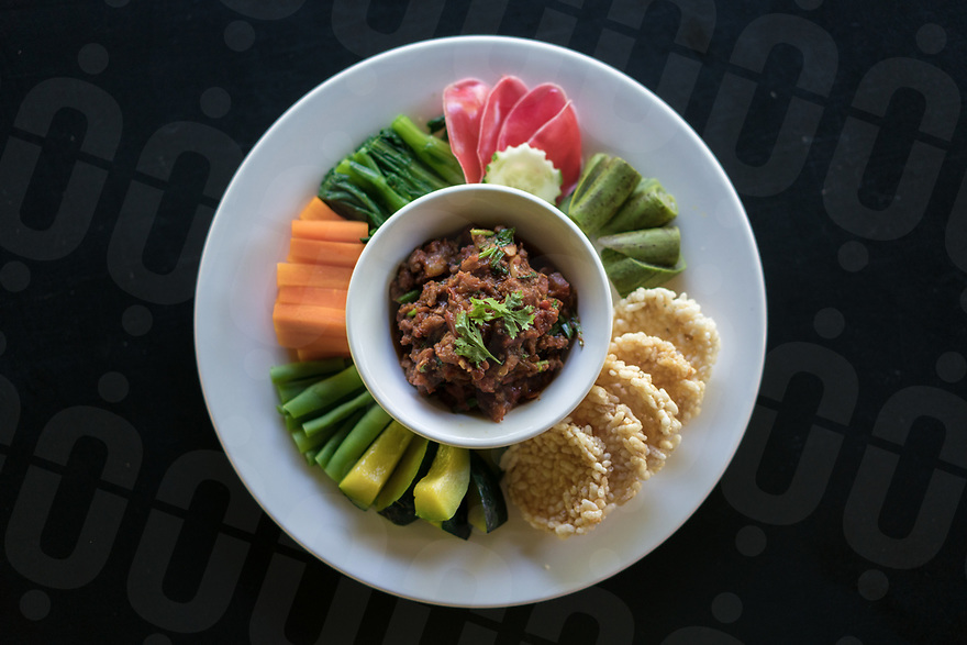 May 13, 2017 - Luang Prabang (Laos). Tomato and pork jaew with sticky rice crackers and vegetables. © Thomas Cristofoletti / Ruom