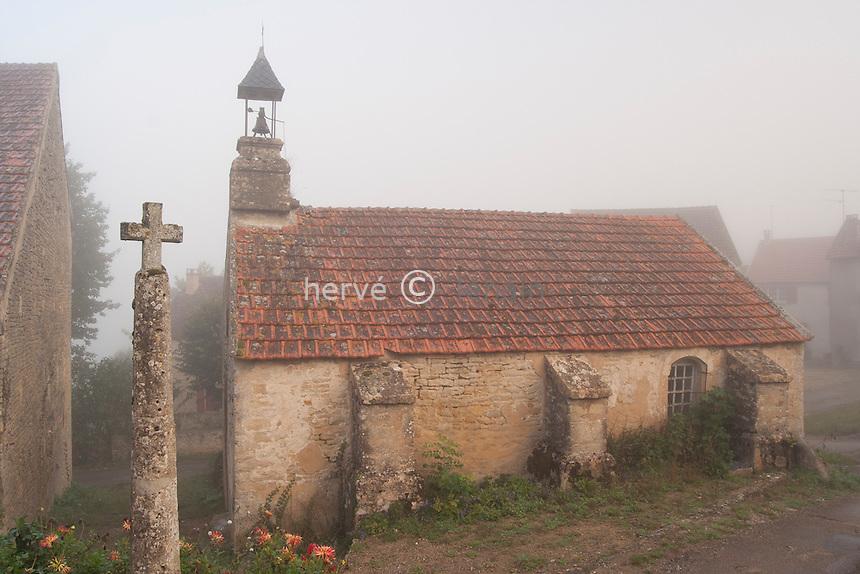 France, Yonne (89), Fontette, chapelle un matin d'automne // France, Yonne, Fontette, Chapel one autumn morning