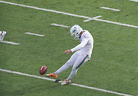 Kicker Jason Sanders (7) of the Miami Dolphins beim Kickoff - 08.12.2019: New York Jets vs. Miami Dolphins, MetLife Stadium New York