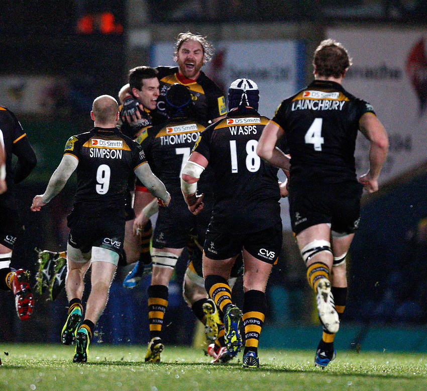 Photo: Richard Lane/Richard Lane Photography. London Wasps v Exeter Chiefs. Aviva Premiership. 05/01/2014. Wasps' Andy Goode celebrates his match winning drop goal.