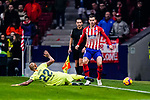 Arturo Vidal of FC Barcelona (L) trips up with Lucas Hernandez of Atletico de Madrid (R) during the La Liga 2018-19 match between Atletico Madrid and FC Barcelona at Wanda Metropolitano on November 24 2018 in Madrid, Spain. Photo by Diego Souto / Power Sport Images