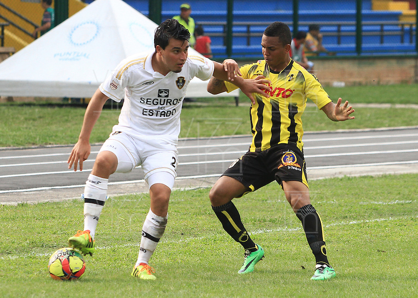 FLORIDABLANCA - COLOMBIA -15 -03-2014: Nelson Barahona (Der.) jugador de Alianza Petrolera disputa el balón con Juan Galicia (Izq.) jugador de Fortaleza FC, durante partido por la fecha once de la Liga Postobon I-2014, jugado en el estadio Alvaro Gomez Hurtado de la ciudad de Floridablanca. / Nelson Barahona (R) player  of Alianza Petrolera vies for the ball with Juan Galicia (L) player of Fortaleza FC, during a match for the date eleven of the Liga Postobon I-2014 at the Alvaro Gomez Hurtado stadium in Floridablanca city  Photo: VizzorImage  / Duncan Bustamente / Str.