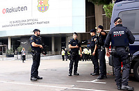 BARCELONA, 02-10-2017. LaLiga 2017/ 2018, date 7. FC Barcelona 3-0 UD Las Palmas. Police outside Camp Nou stadium.<br /> Polizia fuori dallo stadio. <br /> Lo stadio Nou Camp deserto. La decisione e' stata presa dal Barcellona in occasione del referendum sull'indipendenza della Catalogna . Il governo centrale spagnolo ha effettuato operazioni di repressione per impedirne lo svolgimento. <br /> Foto Sergio Ruiz/Pro Shots/Insidefoto