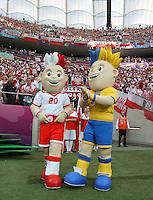 08.06.2012, WARSZAWA, PILKA NOZNA, FOOTBALL, MISTRZOSTWA EUROPY W PILCE NOZNEJ, EURO 2012, FOOTBALL EUROPEAN CHAMPIONSHIP, POLSKA - GRECJA, POLAND - GREECE, MASKOTKI, FOT. TOMASZ JASTRZEBOWSKI / FOTO OLIMPIK