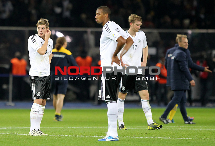 16.10.2012, Olympia Stadion, Berlin, WMQ, LS, Deutschland (GER) vs Schweden (SWE)<br />  im Bild  Toni Kroos, Jerome Boateng und Per Mertesacker (GER) entt&auml;uscht nach dem Spiel <br /> <br />  // during the match between Germany and Sweden on 2012/10/16 <br />   Foto &copy; nph / Hessland
