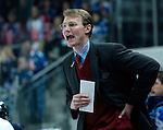 Eishockey, DEL, Deutsche Eishockey Liga 2003/2004 , 1.Bundesliga Arena Nuernberg (Germany) Nuernberg Ice Tigers - Iserlohn Roosters (7:2) Trainer Greg Poss (IceTigers) schreit