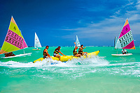 Dominikanische Republik, Punta Cana, Playa Bavaro, Wassersport, Banana-boat, Surfen, Segeln | Dominican Republic, Punta Cana, Bavaro beach, water sports, banana boat, surfing, saililng