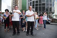 """ATENÇÃO EDITOR: FOTO EMBARGADA PARA VEÍCULOS INTERNACIONAIS. SAO PAULO, SP, 02 DE FEVEREIRO DE 2013. PRE CARNAVAL EM SAO PAULO. Os foliões  do bloco  criado na Praça Roosevel ,""""Voce vai se quiser"""", desfilam pelas ruas do centro da capital paulista na tarde deste sábado.  FOTOS ADRIANA SPACA/BRAZIL PHOTO PRESS"""