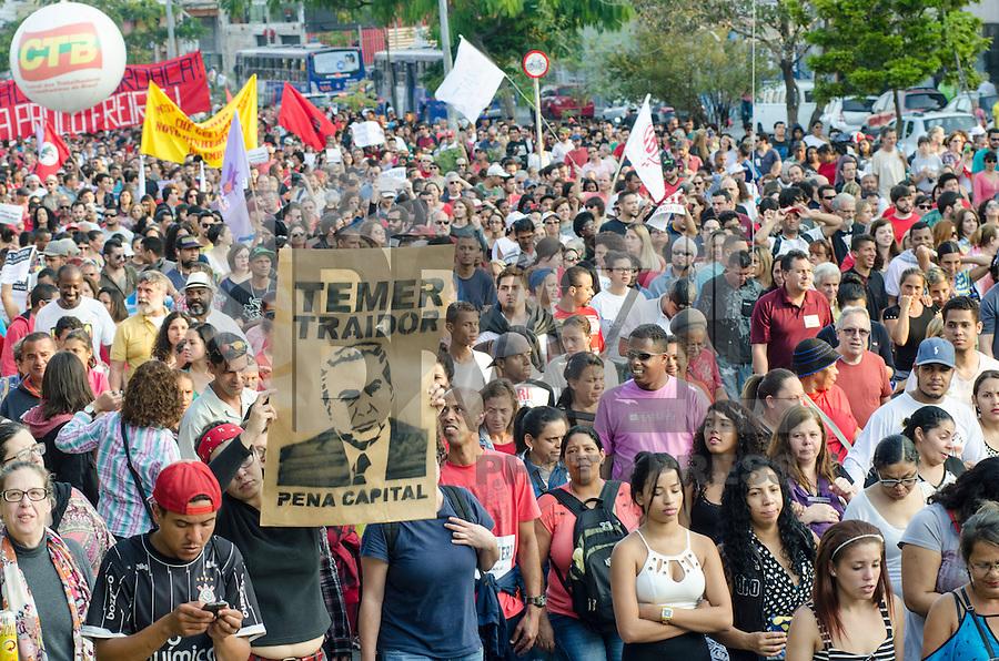 SÃO PAULO, SP, 31.07.2016 - PROTESTO-SP - Manifestantes durante ato contra o impeachment da Presidente eleita Dilma Rousseff se reúnem no Largo da Batata, na região de Pinheiros em São Paulo, neste domingo,31 . (Foto: Bete Marques/Brazil Photo Press)