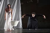 Iphigenie auf Tauris, Tanztheater Wuppertal Pina Bausch, Sadler's Wells, London, Ruth Amarante as Iphigenie and Jorge Puerta Armenta as Thoas