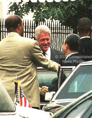 Washington, DC - July 19, 1999 -- United States President Bill Clinton and Prime Minister Ehud Barak of Israel shake hands as Barak left the White House following their joint press conference on 19 July, 1999..Credit: Ron Sachs / CNP