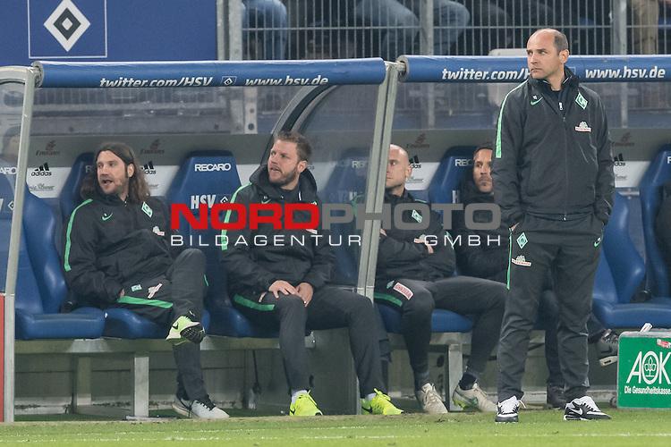 22.04.2016, Volksparkstadion, Hamburg, GER, 1.FBL. Hamburger SV vs Werder Bremen , im Bild<br /> <br /> Gestik, Mimik,<br /> entt&auml;uscht / enttaeuscht / traurig /<br /> Viktor Skripnik (Trainer Werder Bremen) <br /> Torsten Frings (Co-Trainer Werder Bremen)<br /> Florian Kohfeldt (Werder Co Trainer)<br /> Christian Vander (Torwart-Trainer Werder Bremen)<br /> Thomas Eichin (Geschaeftsfuehrer Sport Werder Bremen)<br /> <br /> <br /> Foto &copy; nordphoto / Kokenge