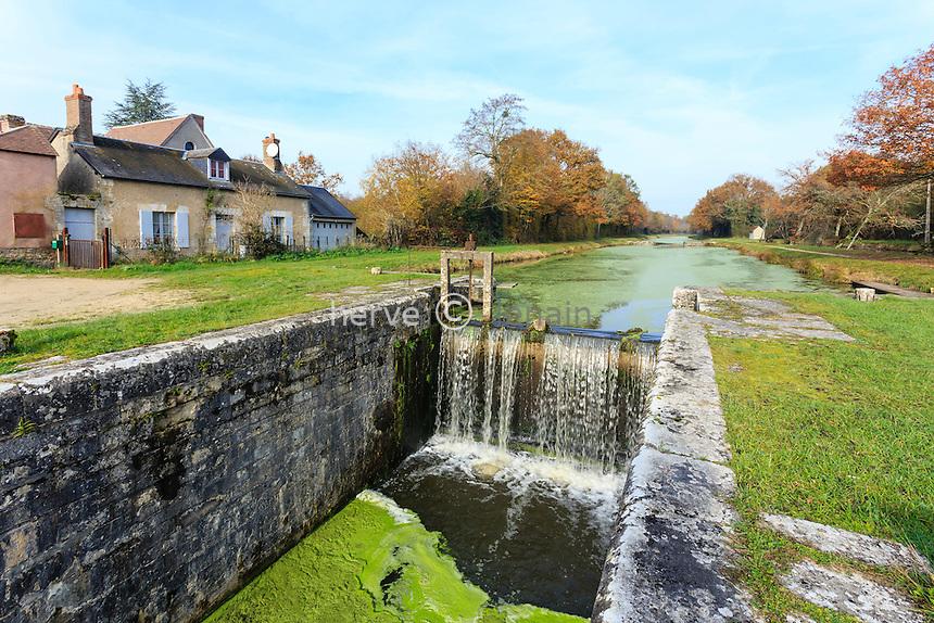 France, Loiret (45), forêt domaniale d'Orléans, Coudroy, écluse du Point de Partage sur le canal d'Orléans // France, Loiret, national forest of Orleans, Coudroy, Point sluice on the Orleans canal