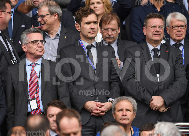 FUSSBALL EURO 2016 GRUPPE C IN PARIS Nordirland - Deutschland     21.06.2016 Bundesinnenminister Thomas de Maiziere, DFB-Generalsekretaer Friedrich Curtius und DFB Praesident Reinhard Grindel (v.l.)