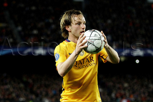 05.04.2016 Nou Camp, Barcelona, Spain. Uefa Champions League Quarter-finals 1st leg. FC Barcelona against Atletico de Madrid.  Rakitic about to take a throw-in during the match