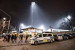 Stockholm 2014-03-05 Bandy SM-semifinal 3 Hammarby IF - V&auml;ster&aring;s SK :  <br /> Polisbil utanf&ouml;r Zinkensdamms IP innan matchen <br /> (Foto: Kenta J&ouml;nsson) Nyckelord:  VSK Bajen HIF utomhus exteri&ouml;r exterior polis poliser