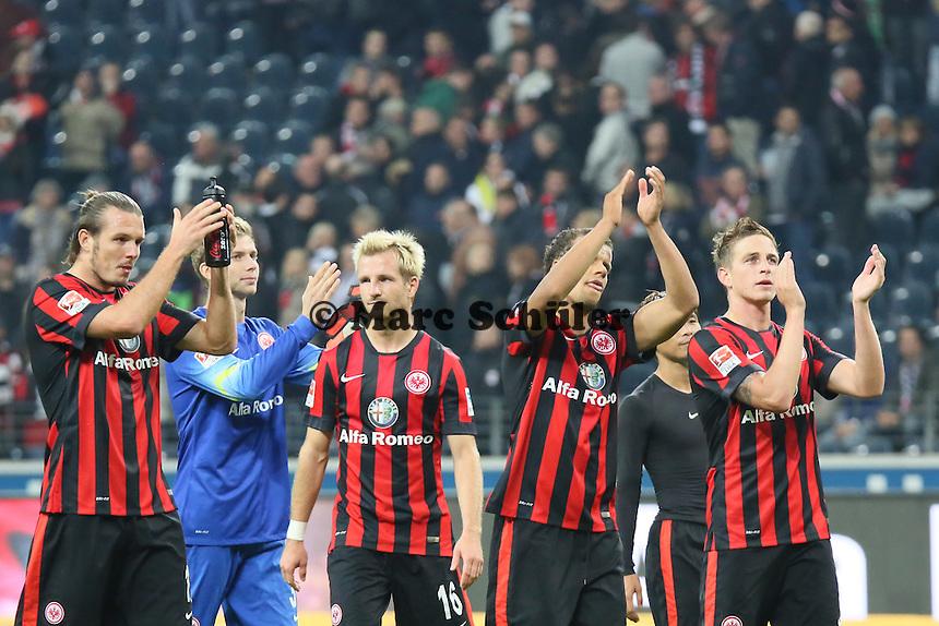 Eintracht Spieler bedanken sich bei den Fans - Eintracht Frankfurt vs. 1. FSV Mainz 05, Commerzbank Arena
