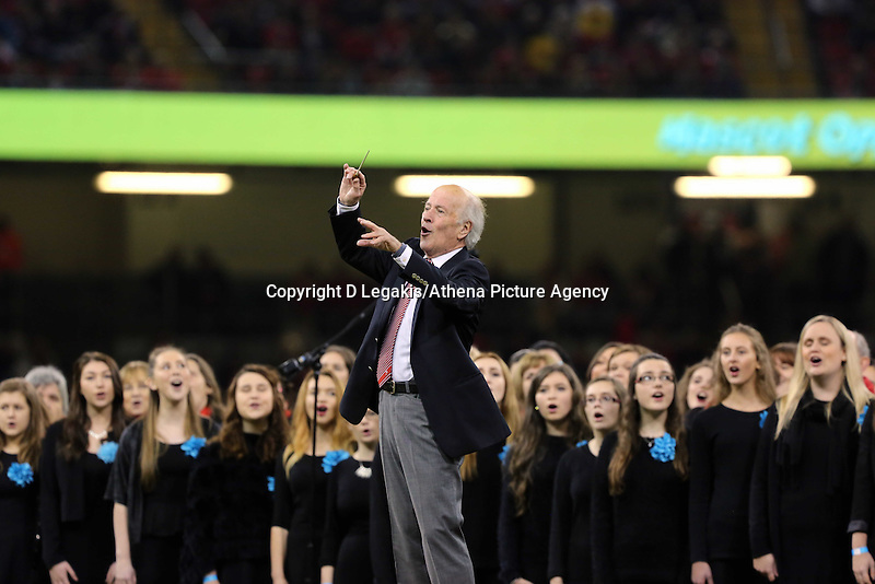 Pictured: A welsh choir performing before kick off. Saturday 15 November 2014<br />
