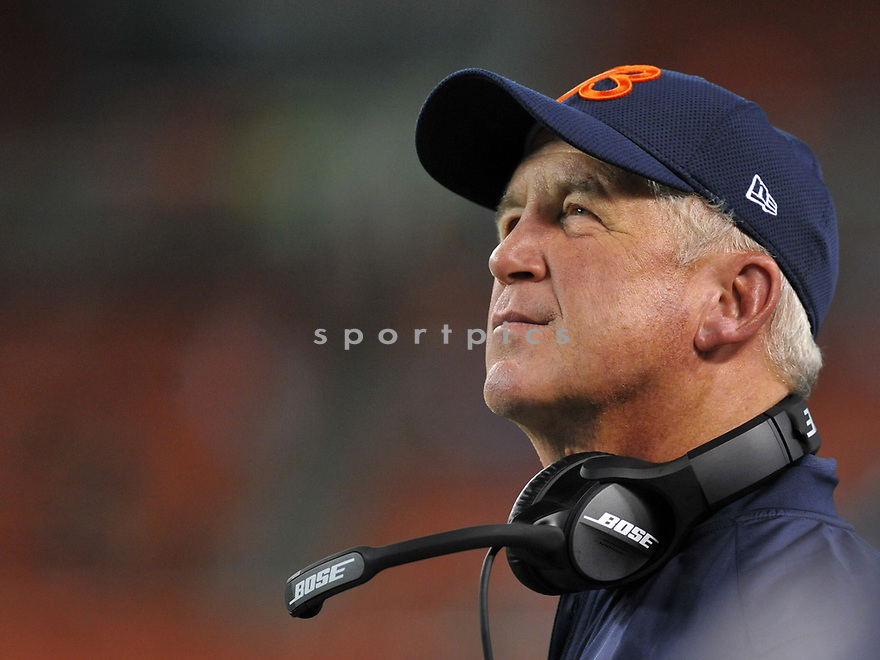 CLEVELAND, OH - SEPTEMBER 1, 2016: Head coach John Fox of the Chicago Bears walks along the sideline in the third quarter of a game on September 1, 2016 against the Cleveland Browns at FirstEnergy Stadium in Cleveland, Ohio. Chicago won 21-7. (Photo by: 2016 Nick Cammett/Diamond Images)  *** Local Caption *** John Fox