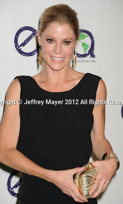 BURBANK, CA - SEPTEMBER 29: Julie Bowen arrives at the 2012 Environmental Media Awards at Warner Bros. Studios on September 29, 2012 in Burbank, California.