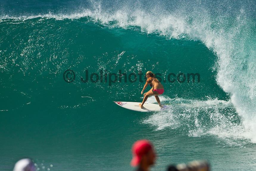 PIPELINE, Oahu/Hawaii (Wednesday, December 15, 2010) -Stephanie Gilmore (AUS) surfing Off The Wall..Photo: joliphotos.com