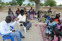 UGANDA, Arua, Radio Pacis, Aufnahme im Rhino Camp Refugee Settlement mit Dinka Fluechtlingen aus dem Suedsudan, Dinka Frau im blauen Kleid: Ntanci Rebecca
