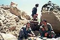 Iraq 1988 .Peshmergas fixing food in the mountain  during the summer season.Irak 1988.Peshmergas preparant a manger dans la montagne, l'ete